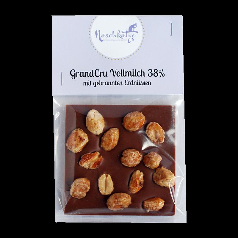 Schokoladentafel mit gebrannten Erdnüssen