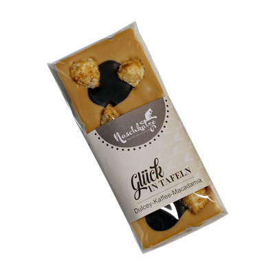 Dulcey Karamell mit Espressoflecken und karamellisierten Macadamias