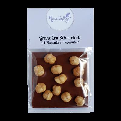 Schokoladentafel mit ganzen Piemonteser Haselnüssen